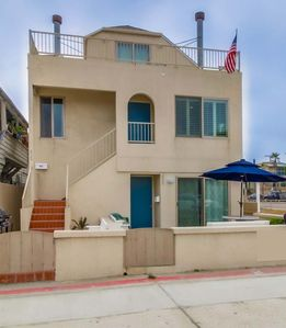 Photo for Lovely 3 Bedroom townhome- private rooftop deck, BBQ, walk to beach and bay