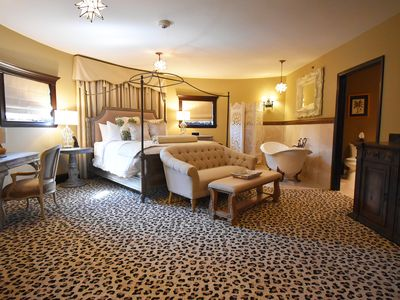 Boutique Hotel located in the heart of Detroit!
