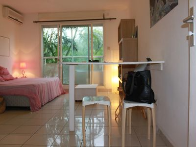Photo for Charming apartment, air-conditioned, quiet with parking at 200m from Boucan Plage.