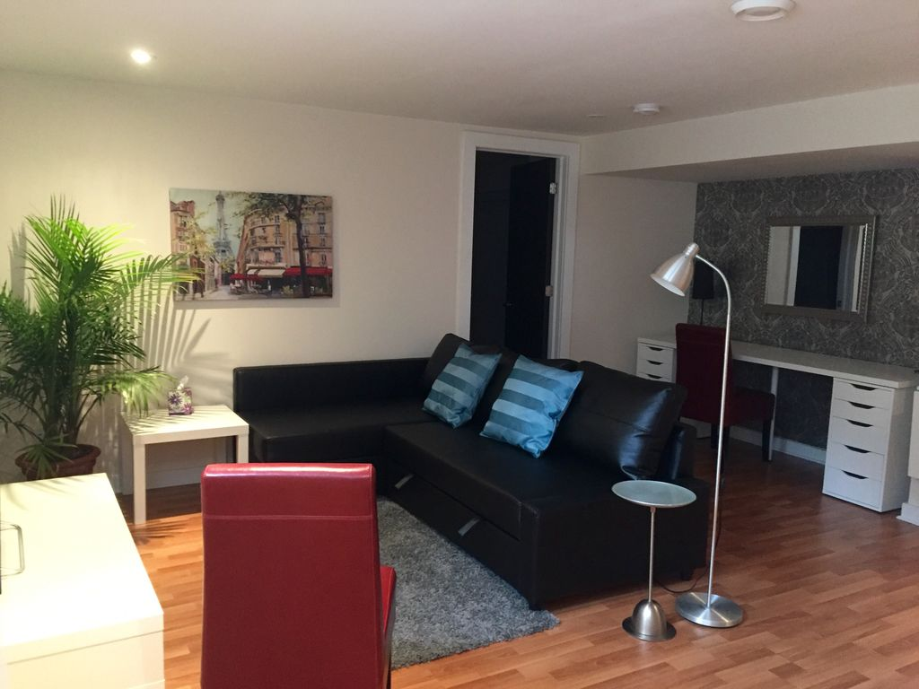 Perfect home away from home in trendy and centrally located Glebe