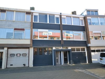 Katwijk aan Zee, holiday home for 10 people at a 3-minute walk from the beach