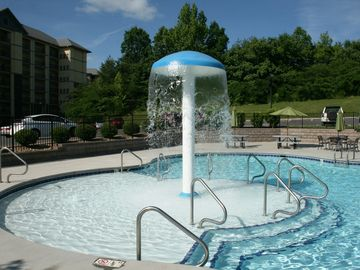 """Heaven on 7""- Luxury Penthouse 2bd/2ba Condo Heated Pools, 1 Block Off Parkway"