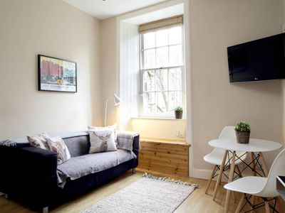 Photo for Stylish and homey 1 BR in vibrant Tollcross