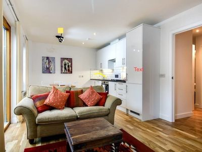 Photo for Bright 2 bed 2 balconies/ 6 min to Kennington tube