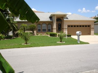 Photo for Fort Myers, Spacious, as new holiday home, near the beach, with pool, on the lake