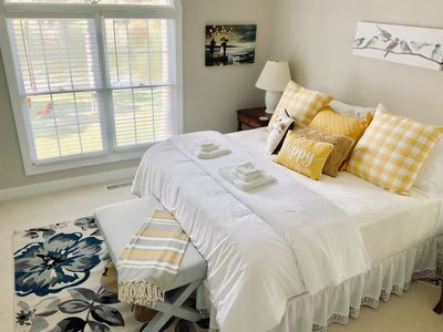 Beautiful Fresh & Bright Morning Lake View From Your King Sized Bed
