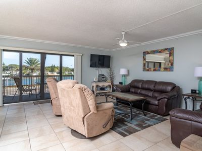 Photo for Fabulous Intracoastal view, Steps to the Beach, Modern Interior in this Spacious 2/2 Condo