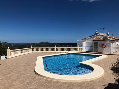 Photo for Attractive bungalow with sea views, pool, large terrace, TV-Française, English TV
