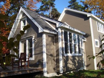Photo for New Peaks Cottage: Modern amenities, island charm, steps to shore