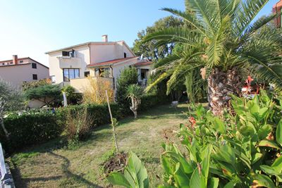 Photo for Good apartment with bedroom, kitchen, bathroom, air conditioning, pets allowed, terrace, barbecue and only 300 meters to the beach