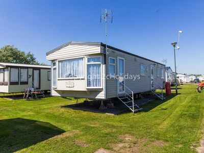Photo for 6 berth caravan for hire at St Osyth beach holiday park in Essex ref 28076CW