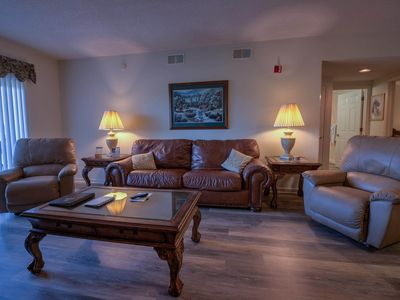 2 BR/Sleeps 6/Recliners/City View-CLEAN-Indoor Pool OPEN