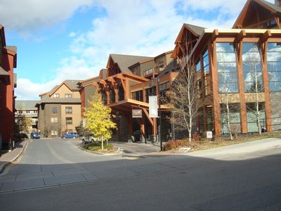Photo for 5 star luxury, 1Bed, 1Bath 743 sq., Gym, Pool ,Spa ,10 min walk to Downtown