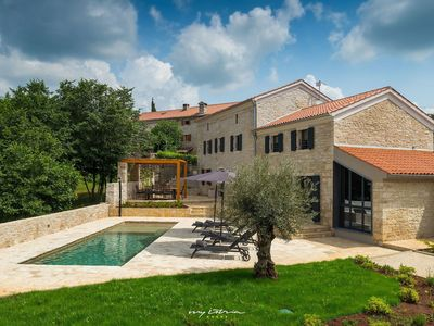 Photo for Lovingly restored stone villa with pool near Pula