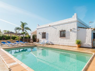 Photo for Cosy Holiday Home with Pool - Casa del Estanque
