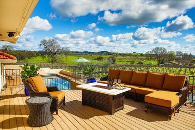 Enjoy a stunning wine country getaway by booking this vacation rental today!