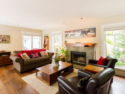 4 bedroom Town Home, Private Hot Tub, Garage, Walk to Slope, Sleeps 8