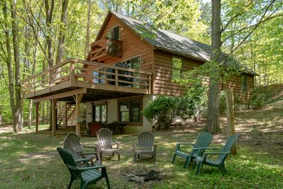 Beautiful cabin in a wooded natural setting - Beautiful and well kept cabin located in a wooded area on the shores of Lime Lake in Leelenau County.