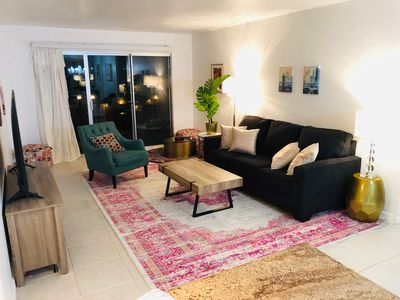Photo for Beautiful 2-bedroom apt in heart of Pacific Beach