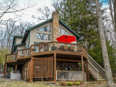 Photo for The Bear's Den: Level lake front with scenic views & an outdoor hot tub!