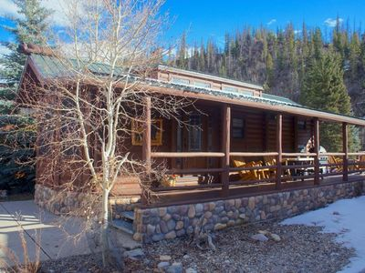 Photo for Cozy cabin with 2 bedrooms, large fully furnished kitchen, ample living space, patio with seating