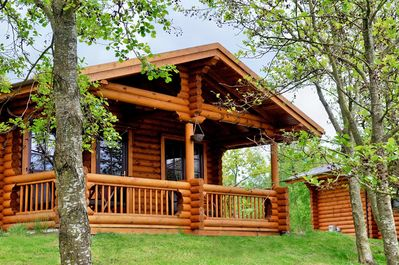 Kate's Cabin, with verandah and patio seating overlooking the lake...