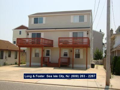 Photo for Economical, beach block townhouse with a deck and good offstreet parking. Short walk to the beautiful beaches of Townsends Inlet.