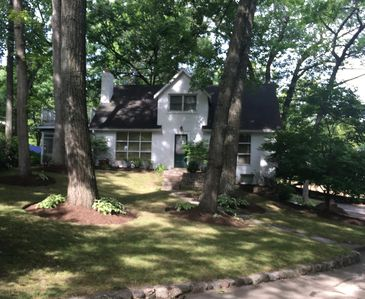 Photo for Beautiful 4 bedroom home steps away from Lake Rights
