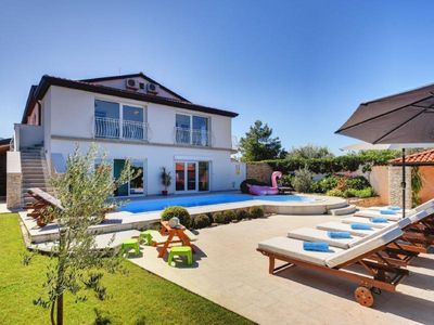 Photo for Holiday house Kanfanar for 10 persons with 5 bedrooms - Holiday house