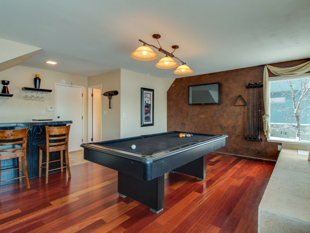 Lakefront escape w/ hot tub, pool table \u0026 s... - VRBO