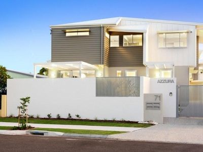 Photo for Stunning new designer townhouse close to beach, sleeps 7 people