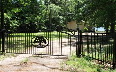 Entrance gate to Oak Haven Lakeside Cottages... your dream lakeside getaway