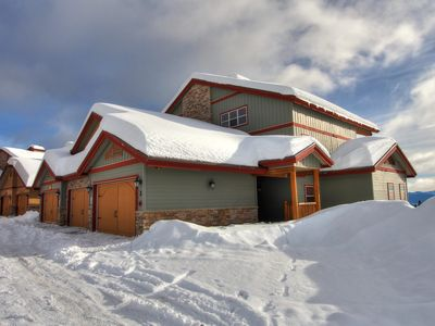 Photo for Spyglass3F, top floor of a 6-plex, close to HappyValley, Big White Ski Resort