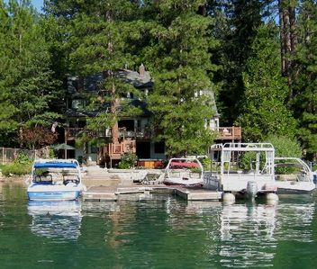 Photo for Large 6-Bedroom Lakefront Home with Dock - Sleeps 17-near Yosemite -