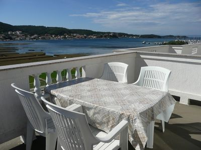 Photo for Apartment in the center of Supetarska Draga with Air conditioning, Parking, Garden, Balcony (491256)