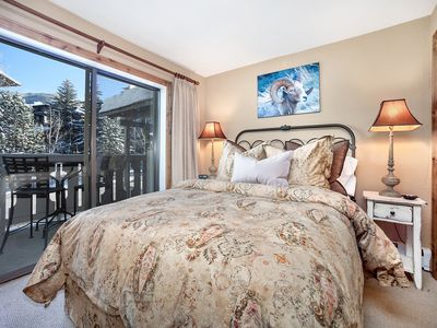 Photo for Fabulous Vail Village 2Br+Bunk Condo with Premium Amenities