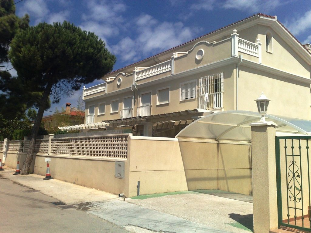 Villa In Gated Community With Pool And 20 M Homeaway