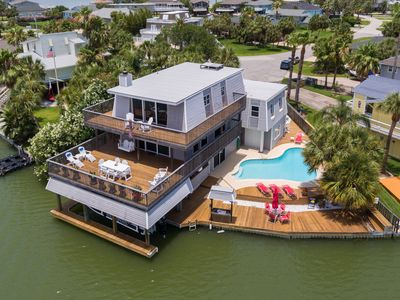 Family friendly, private pool, beautiful bay views. only one mile from beach.