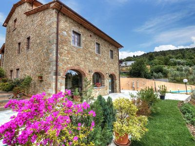 Photo for Stunning private villa with WIFI, private pool, TV, balcony, pets allowed, parking, close to Arezzo