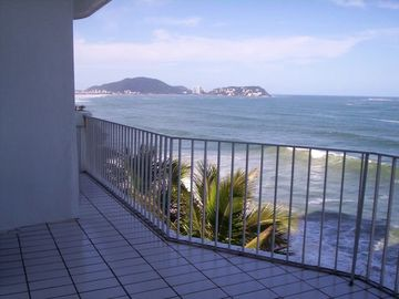 Search 327 holiday rentals