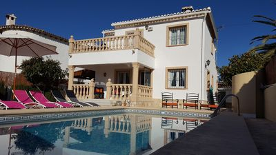 Photo for Tasteful villa with private pool, 3 bedrooms, WiFi, air conditioning, sea