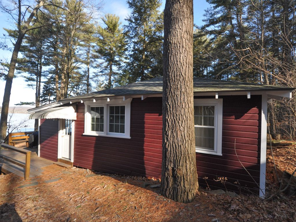 The Killam Cottage - Cozy Lakefront Cottage - 2 BR, Sleeps 4 - Boat Dock & A/C