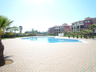 Photo for Stunning 2-bed apartment near beaches and town