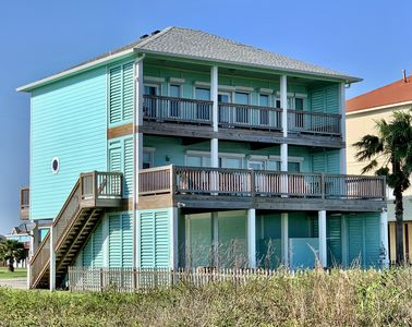 Beachfront Breeze!! 4 Bedroom, Sleeps 18, Best views, easy access!