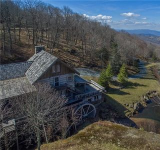 Photo for 4BR House Vacation Rental in Beech Mountain, North Carolina