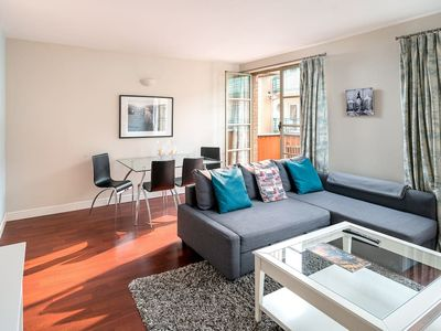 Photo for Modern 1 bed for 4 in TowerBridge with balcony