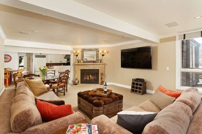 The open concept living area is perfect for your extended family, 2 families traveling together or a group of friends to enjoy time together.