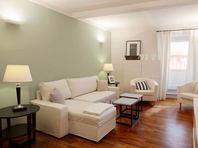 Photo for Trevi Chic apartment in Centro Storico with WiFi, air conditioning & lift.