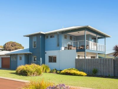 Photo for Dolphin Shore - close to the river and is dog friendly - Dolphin Shore - dog friendly