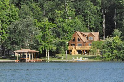 Captivating Lake Front Cabin with 5 bedrooms and 5 bathrooms